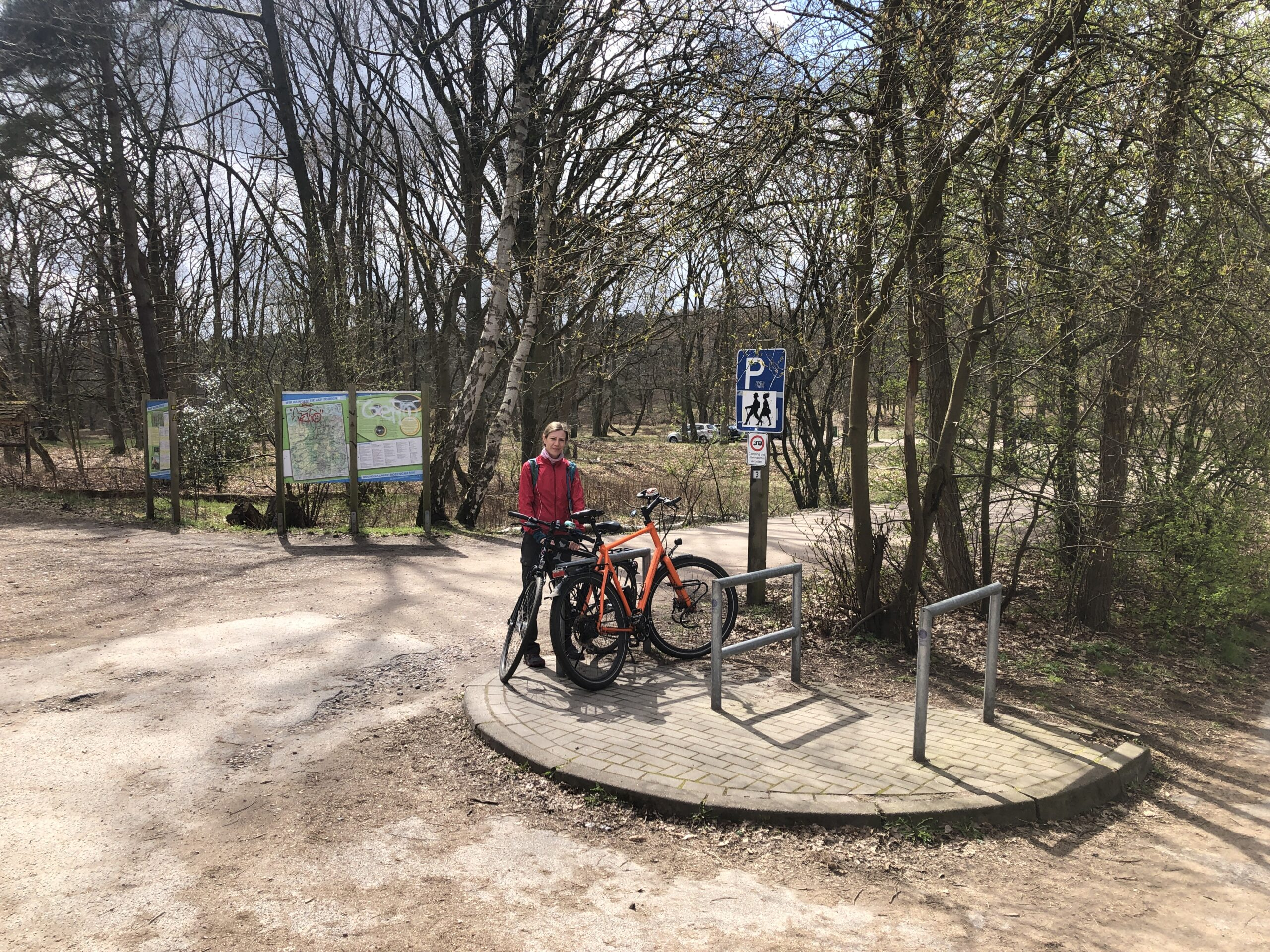 Fahrradbügel auf Ausflugsparkplätzen
